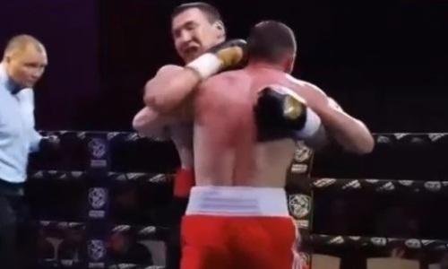 Казахстанский боксер проиграл россиянину в Москве