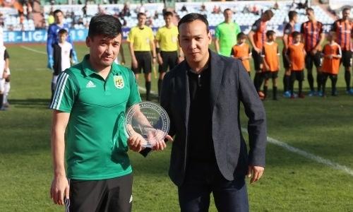 Нурбол Жумаскалиев получил награду от ПФЛК