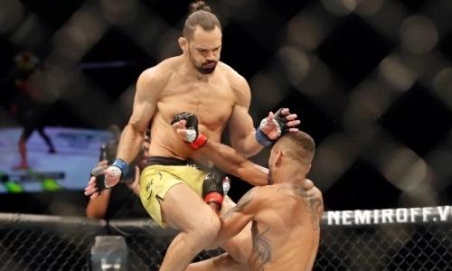 «Понторез» из UFC сделал сальто на соперника по ходу боя, но умудрился позорно проиграть. Видео