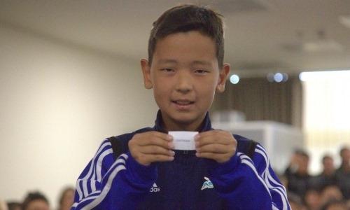 Воспитанники «Астаны» с помощью жеребьевки узнали, кто выйдет за руку с футболистами «Манчестер Юнайтед»