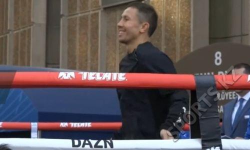 Головкин под бешеные овации провел открытую тренировку на улице Нью-Йорка перед титульным боем с Деревянченко. Видео