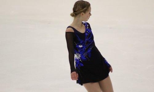 Российская фигуристка попыталась исполнить четверной прыжок перед турниром памяти Дениса Тена. Видео