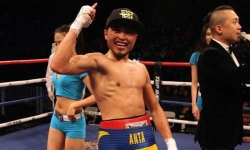 Казахстанский чемпион WBC и WBO побил соперника с 35 победами в главном бою в Алматы