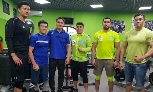 Небитые казахстанские боксеры с шестью титулами на двоих начали подготовку к следующим боям