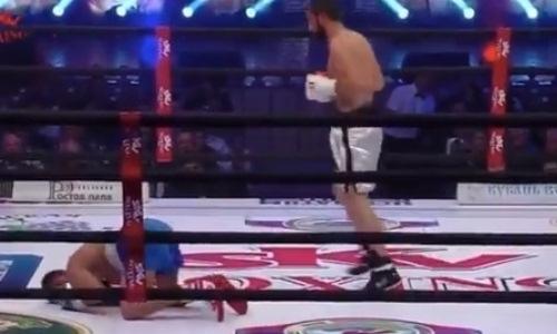 Небитый азербайджанец швырнул соперника на канаты и нокаутировал ударом по печени. Видео