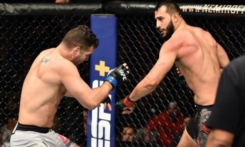 Экс-чемпиона UFC жестоко нокаутировали в первом раунде главного боя вечера. Видео