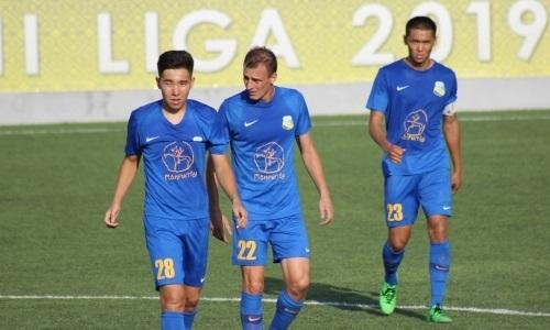«Каспий» потерпел первое разгромное поражение в сезоне в матче с тремя удалениями