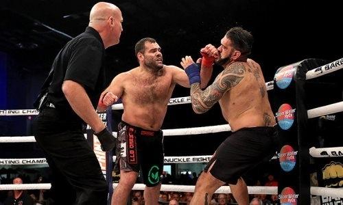 Мощная рубка экс-тяжеловесов UFC голыми кулаками завершилась тяжелым нокаутом. Видео