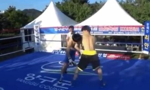 Боксер оперся на соперника и замертво свалился лицом в канвас. Видео зверского нокаута в первом раунде