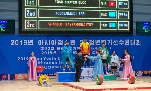 Казахстан завоевал первое «серебро» на чемпионате Азии по тяжелой атлетике