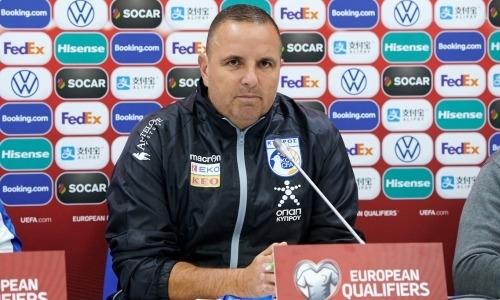 «Мы хотим победить». Наставник сборной Кипра оценил важность матча с Казахстаном, его уровень и провел параллели с «Манчестер Сити»