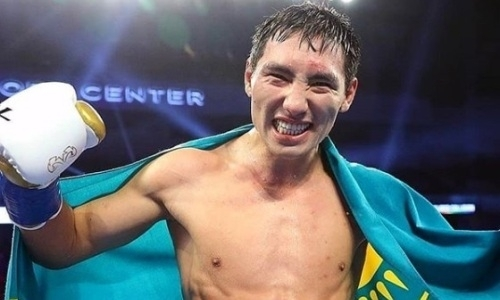 Казахстанец Жанибек Алимханулы нокаутировал соперника с 24 победами в бою за титулы WBC и WBO