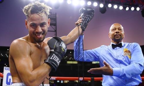 Двукратный олимпийский чемпион убойным нокаутом выиграл первый бой в профи. Видео