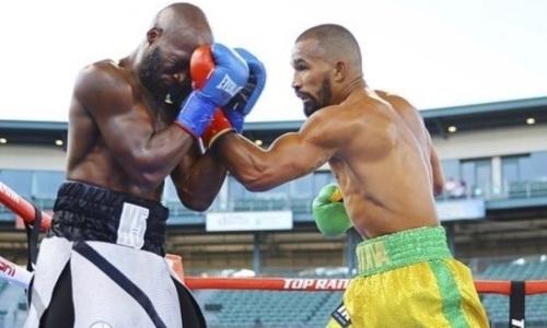 Бросивший вызов Головкину небитый боксер нокаутировал соперника в андеркарде с Алимханулы. Видео