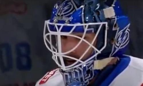 Неожиданно. Вратарь «Барыса» вышел на матч КХЛ в шлеме с символикой другой команды