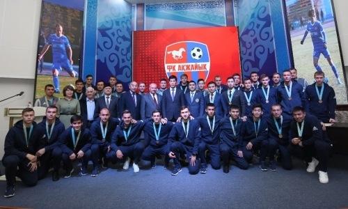 ПФЛК наградила бронзовых призеров Первой лиги