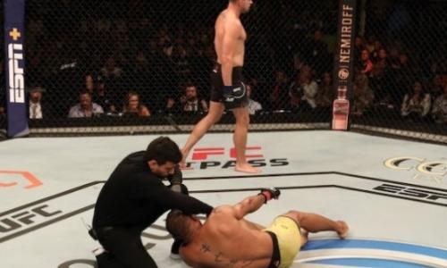 Американский файтер эффектно нокаутировал соперника и получил приз от UFC. Видео