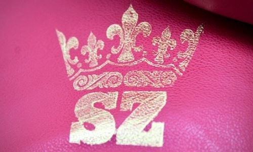 Небитому казахстанскому боксеру изготовили именные перчатки с оригинальным логотипом