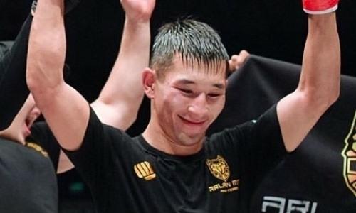 Казахстанский боец нокаутировал узбека коленом в корпус на турнире в Москве