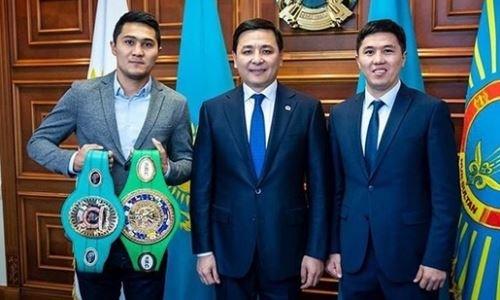 Непобежденный казахстанский боксер встретился с акимом Нур-Султана