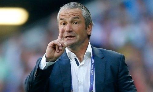 «Уже невыглядит безнадеждным». Экс-тренера сборной Казахстана призвали спасти европейский клуб