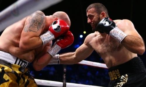Отправивший Дычко в тяжелый нокаут супертяж досрочно выиграл бой в андеркарде Руис — Джошуа
