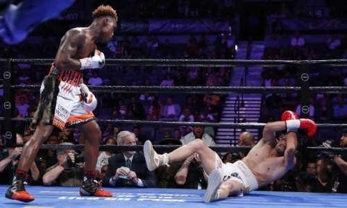 Видео брутального нокаута, или Как небитый чемпион мира защитил титул WBC в весе Головкина