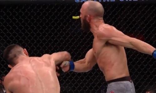 Первый узбек в UFC пушечным ударом нокаутировал американца так, что у него вылетела капа. Видео