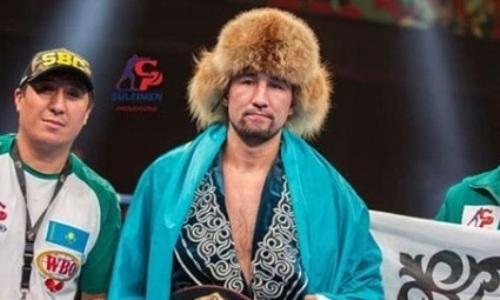 Небитый казахстанский боксер узнал соперника по бою за титулы чемпиона WBO, WBC и WBA