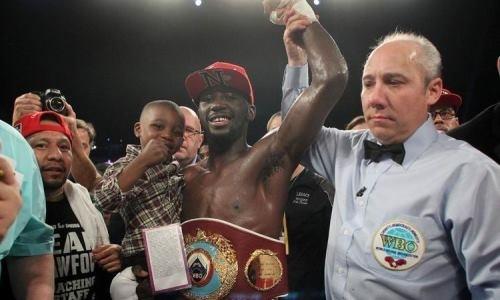 Кроуфорд мощно нокаутировал небитого претендента и защитил титул чемпиона мира WBO