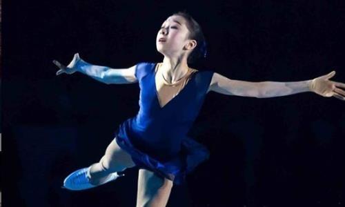 «Это было незабываемо!» Турсынбаева вернулась на лед и впервые выступила после травмы. Видео