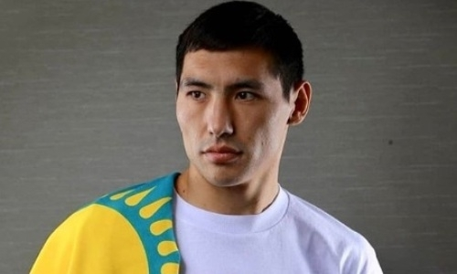 Непобежденный казахстанский боксер обошел экс-чемпиона мира в рейтинге IBF