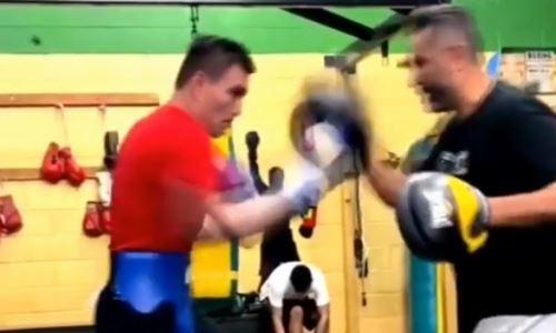 Казахстанский боксер показал видео работы на лапах с тренером Энди Руиса