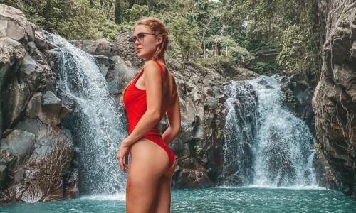 Одна из самых сексуальных спортсменок Казахстана прыгнула с балийского водопада. Видео