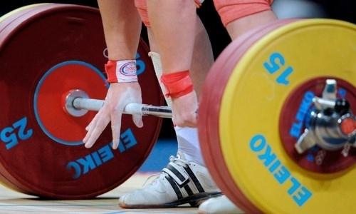 Казахстанский тяжелоатлет взял «золото» на юниорском чемпионате Азии