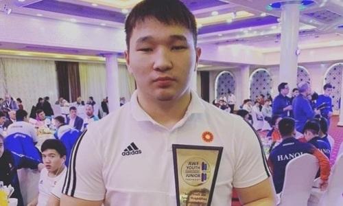 Побивший рекорд Ильи Ильина 16-летний рекордсмен из Казахстана признан лучшим тяжелоатлетом чемпионата Азии