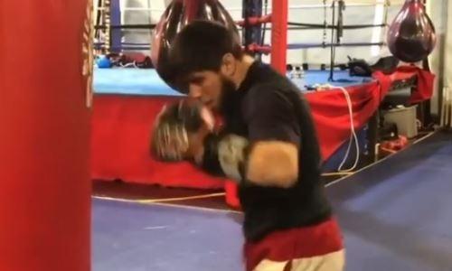 «Режим зверя». Казахстанский нокаутер продолжает подготовку к возвращению на ринг