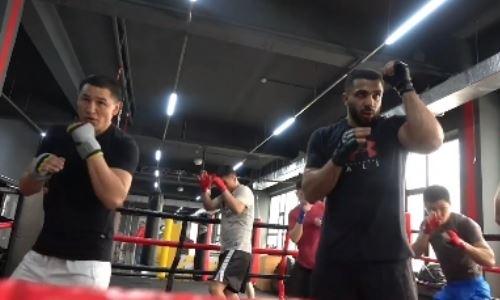 Казахстанские боксеры проведут тренировки в зале Флойда Мэйвезера