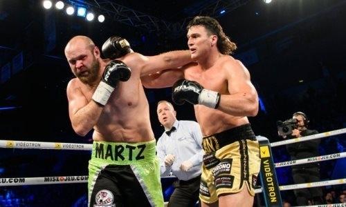 Супертяж «удосрочил» соперника в бою с тремя нокдаунами за титул WBC в одном вечере с казахстанцем. Видео