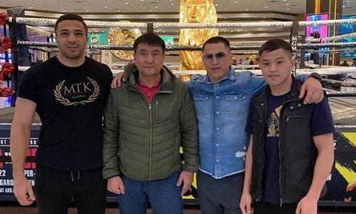 Казахстанские боксеры прибыли в США и посетили церемонию взвешивания реванша Уайлдер — Фьюри