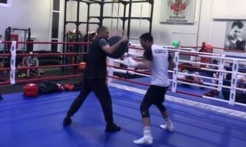 Непобежденный казахстанский боксер с тремя титулами поделился видео с тренировки в Москве