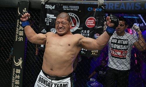 46-летний боец MMA Шрек неожиданно расплакался из-за поражения. Видео