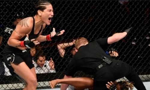 Бой американки и бразильянки в UFC завершился убойным апперкотом за 40 секунд. Видео нокаута