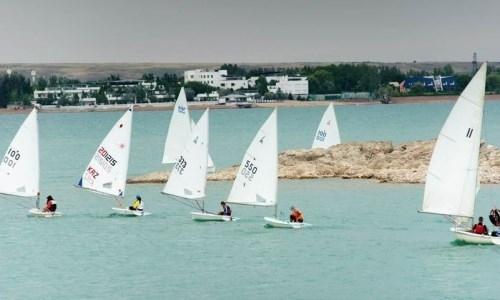 Казахстанки попали на пьедестал соревнований по парусному спорту в Омане