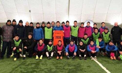 Казахстанских футболистов могут не выпустить из Узбекистана