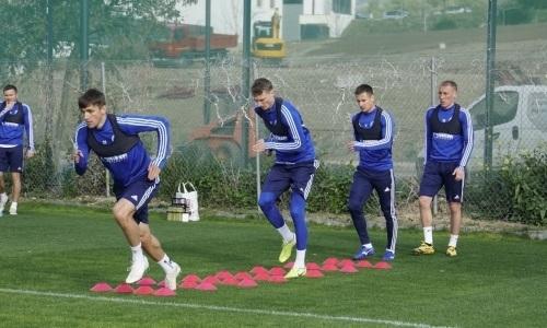 Клуб футболиста сборной Казахстана приостановил тренировки из-за коронавируса