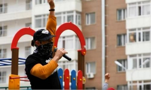 Известные спортсмены провели зарядку с жителями столицы