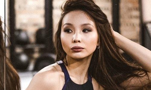 «А вы так можете?». Казахстанская спортсменка бросила вызов болельщикам. Видео