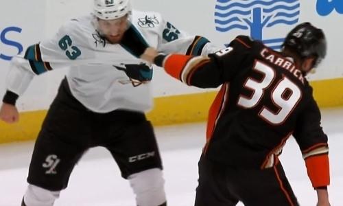 Новичок «Барыса» из НХЛ большой любитель устраивать драки. Видео