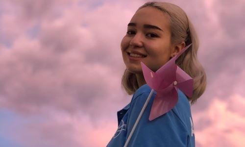 Яркая улыбка и сияющая белая кожа. За рубежом оценили красоту «казахстанской Дейнерис»